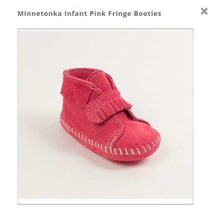 MINNETONKA INFANT PINK FRINGE BOOTIES 6